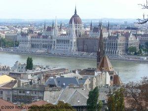 Budapester Parlament im August 2006